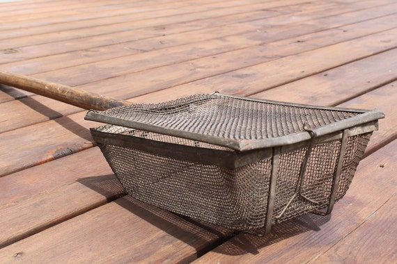 Wire Basket Popcorn Popper with Wood Handle