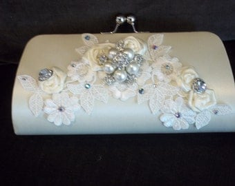Bridal Clutch - Ivory Vintage Chic Wedding Clutch - Lace Bridal Clutch with Rhinestone Brooch