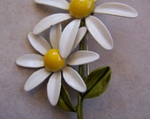 Enamel white and yellow daisy brooch Pin 1960s