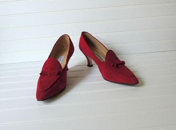 vintage 1980s pointed toe pumps heels. red suede. sz 9 M. 80s vintage fashion