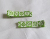 Pair of Green and White Flower Hair Clips