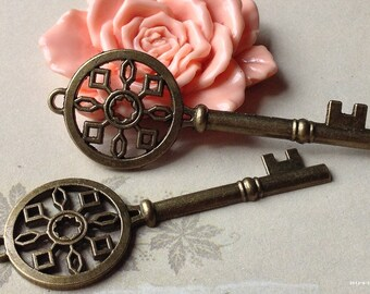69 mm Antiqued Bronze Key Charms (.cuc)