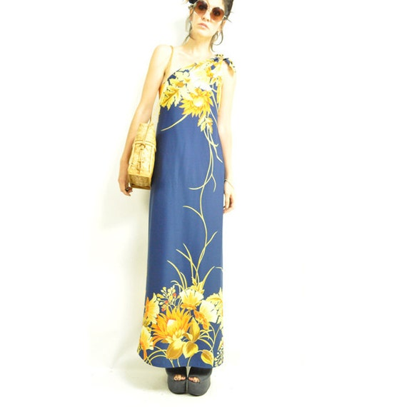 70s HAWAiiAN VACATION MAXi DRESS / one shoulder tie top / navy with gold / large unique flower print