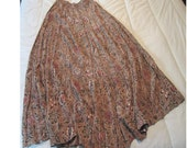 Skirt Liz Claiborne medium brown with flowers and green and red accents flexible waist with drawstring