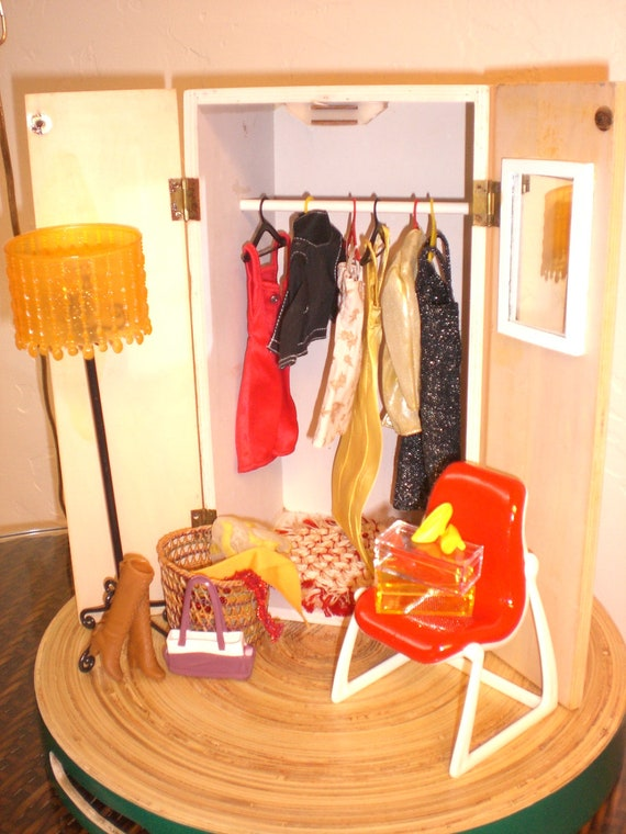 Barbie Doll House RED WARDROBE VIGNETTE Room Furniture & Accessories Bedroom Closet Clothes