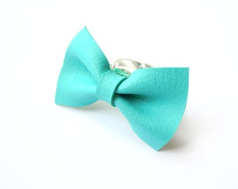 BOW RING in MINT