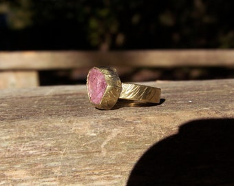 Solid 18K gold with tourmaline