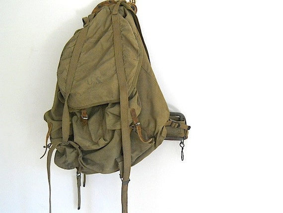 WW II Military Army Back Pack, 1940's US Army Backpack, Canvas Back pack, Antique 1940 U.S. Gear, Back to School, Hipster Gear, Military