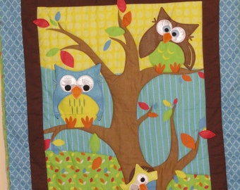 Baby Quilt.  OWLS in a Tree Appliqued Baby Quilt, Felt and Flannel, Bright Blues, Greens and Yellow.  So Cute.  Soft, Warm Quilt.