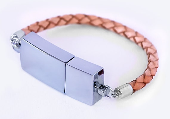 Unique Scandinavian design  - Leather USB Bracelet