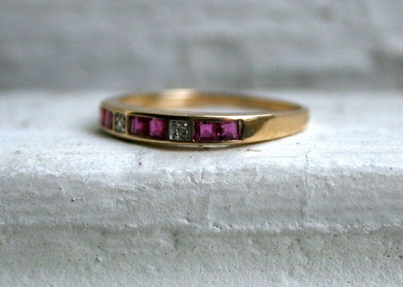 Lovely Vintage 10K Yellow Gold Diamond and Ruby Wedding Band.