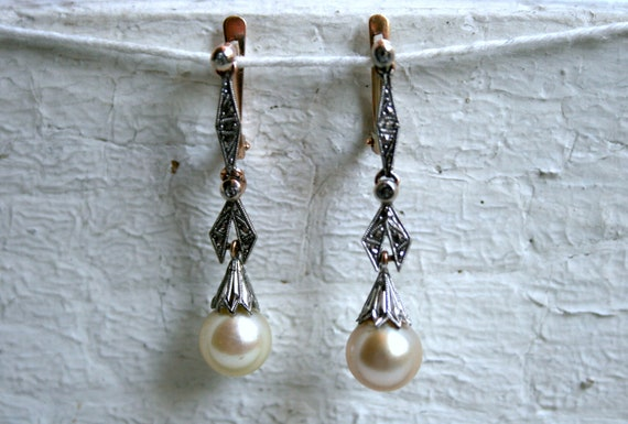 Beautiful Vintage Art Deco 18K Yellow/ White Gold Diamond and Pearl Earrings.