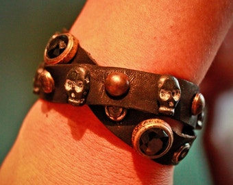 ANGELA CRUMPLED calf leather cuff with skulls, hard stones and studs