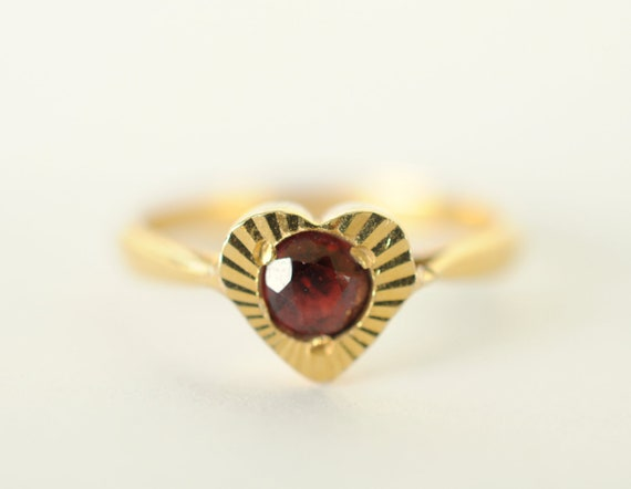 1960's vintage garnet 9k gold ring // SWEET LOVE