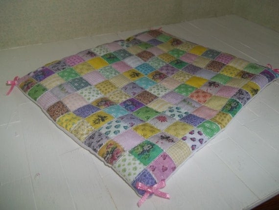 Darling miniature dollhouse quilt