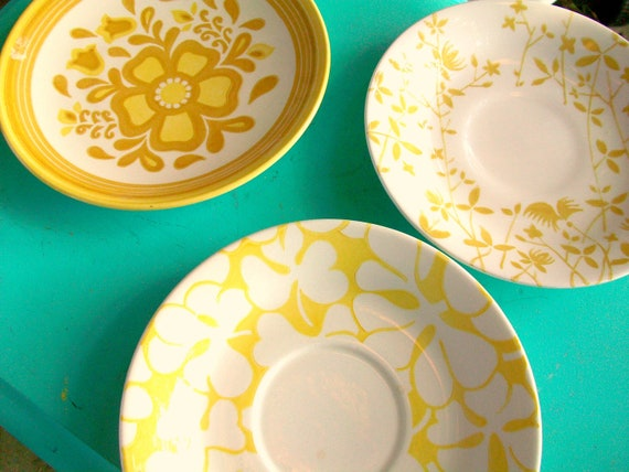 Set of 3 Yellow Mustard White Plates Flowers Mismatched Flower Collection Wall Decor Art Hangings