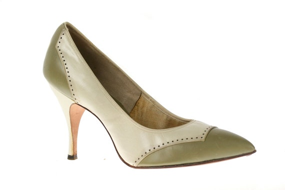 Vintage 1960s Spectator Pumps, Pointed Toe Two Tone, 6.5 / 7 N