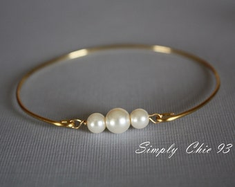 Three Pearl Bracelet Bangle, Past Present Future Jewelry, Girlfriend Gift, Gold Bangle, Bridal bracelet, Bridesmaid,Memorable gifts,