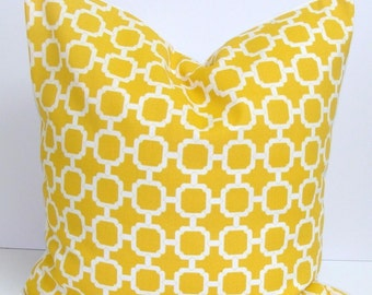 YELLOW OUTDOOR PILLOW.16X16 inch.Outdoor Pillow.Decorative Pillows.Cover.Yellow Outdoor Pillow..Indoor.Outdoor.Cushion Cover.Pillow.Cm