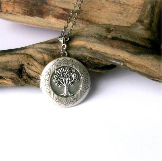 tree locket necklace celtic tree of life antique silver photo. Black Bedroom Furniture Sets. Home Design Ideas