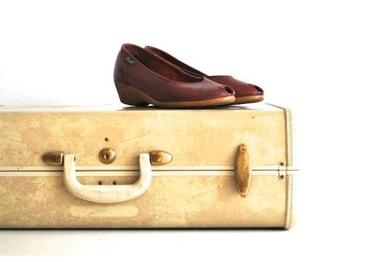 Vintage Clogs - Peep Toe Shoes - Cranberry Color - Fall Autumn Fashion