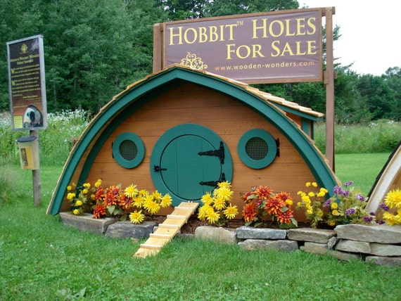 Hobbit Hole Chicken Coop or other Pet Housing: 20 square feet, removable linoleum floor insert for easy cleaning