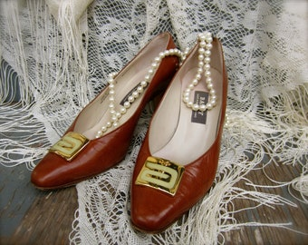 Vintage 70s Bally of Switzerland Chestnut Heels With Big Gold Logo Sz 6-6.5