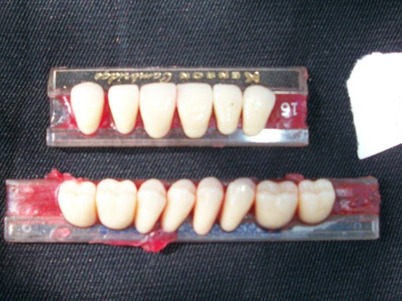 Vintage - Porcelain & Plastic TEETH - Wax card  - Jewelry - Altered Art - Supplies  7