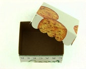 CRACKERS gift box with scalloped edge lid from recycled packaging