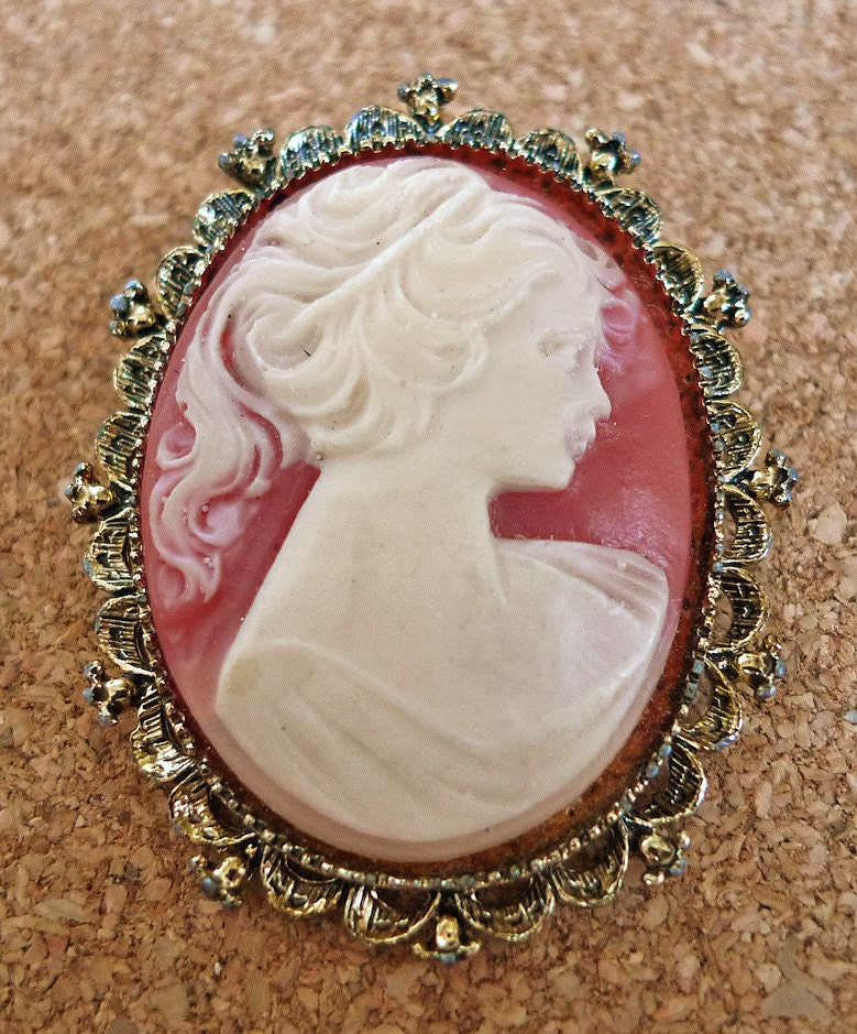 Vintage Gerry S Cameo Brooch In Antique Gold Tone