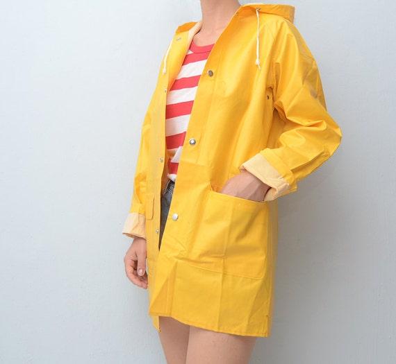 Vintage yellow raincoat // fisherman raincoat // waterproof