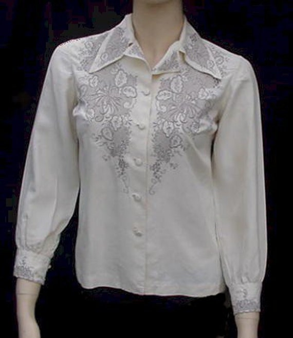 SALE - 70s Chinese vintage 'Peony' cream embroidered silk blouse shirt,  B32""