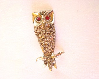 Vintage #owl pin # bird brooch with red rhinestones eyes Gold Tone   /// Free US Shipping ///
