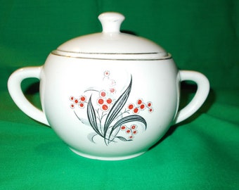One (1) Porcelain Sugar Bowl with Lid, from Wedgwood & Co. in the WW 4 Pattern