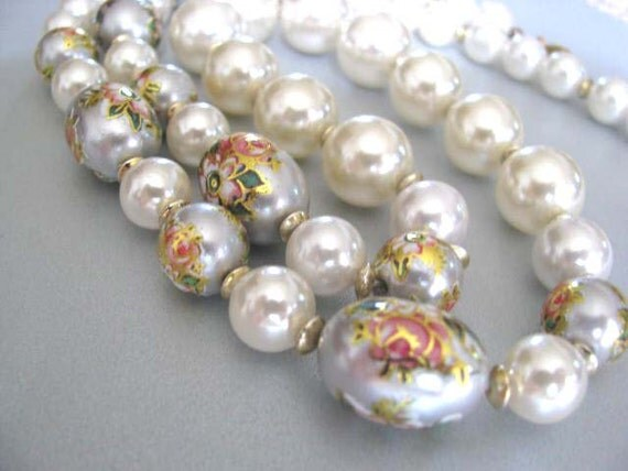 Pearl Necklace - Vintage White Imitation Pearls - Vintage Painted Flowers Necklace