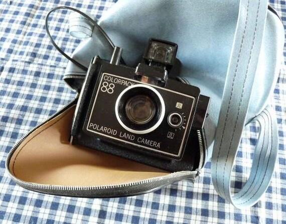 Vintage POLAROID LAND CAMERA, Colorpack 88, with it's original light bleu bag.