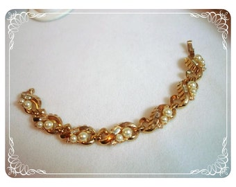 Vintage Signed Trifari Bracelet - Gold tone Rhinestones & Pearls Leaves 1117ag-022312000