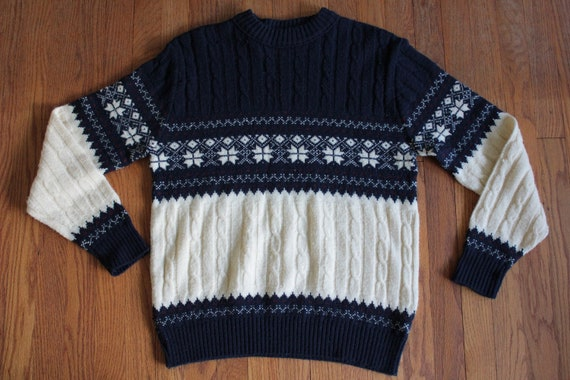 Fine Knit sweater MADE IN USA  winter harbor label Maine wool vintage clean irish scandinavian