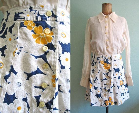 SALE 1960s dress/ 60s mini dress/long sleeve mod dress S