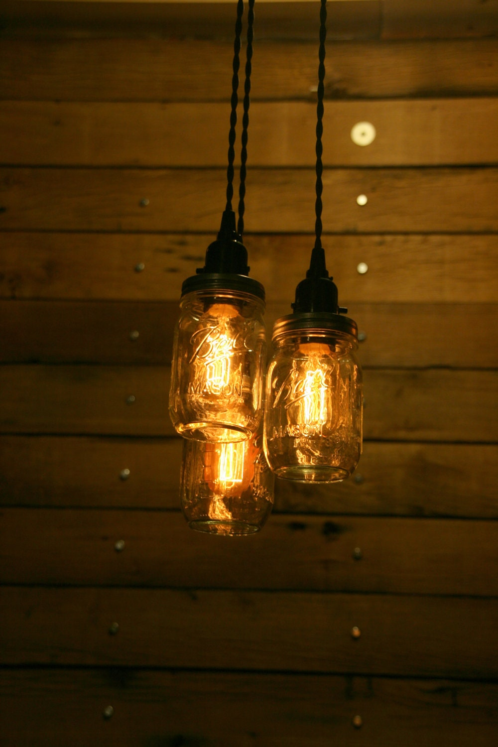On sale 3 pint jar pendant light mason jar chandelier light for Hanging lights made from mason jars