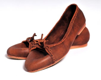 SALE. Sz. 8. SASHA. Leather ballet flats / leather loafers / lace up ballet flats / brown leather shoes / womens shoes /womens flat shoes.