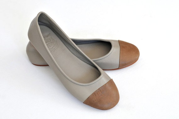 SALE 40% OFF. ANN. Leather flat shoes / womens flat shoes / leather. sizes 8,5 us, 39 eur.