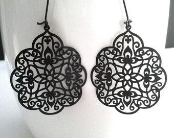 Black floral tear drop,Dangle, Earrings,bridesmaid gifts,Wedding jewelry, Holloween earrings
