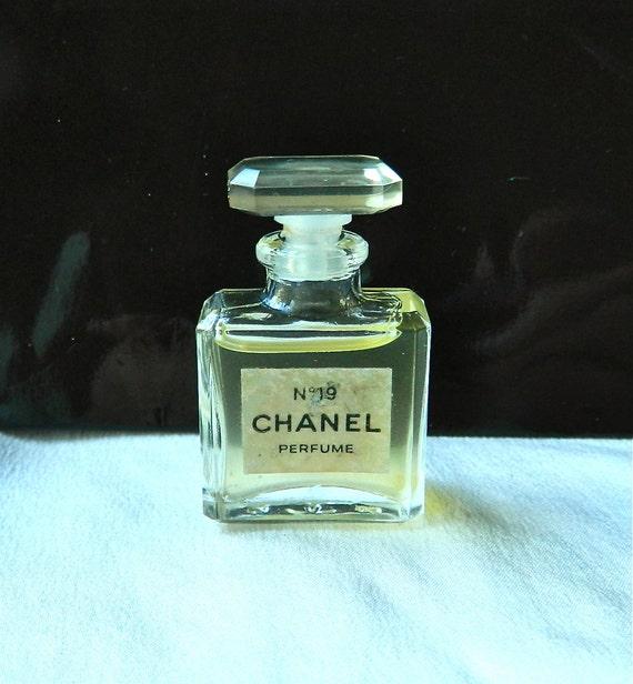 Reserve for AmyDana MINI CHANEL No 19 - Pure Perfume Miniature Crystal Bottle 3.5 ml (1/8 oz) - Rare Green Stopper