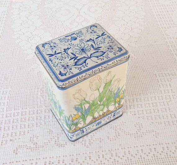 Vintage Hallmark Tulips and Blue Onion Print Metal Tin - Vintage, Shabby Chic, Farmhouse Decor, Country, Card Tin, Baked Goods, Collectable