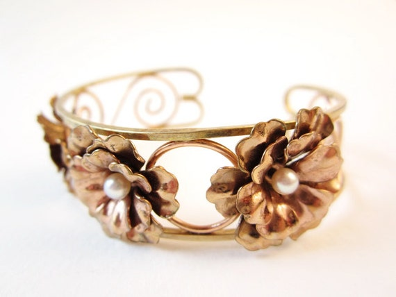 Vintage Bracelet // Retro Jewelry // Bracelet with Flowers // Gold Tone // Floral with Pearls //