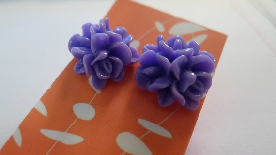 Lily Cabochon Purple Stud Earring