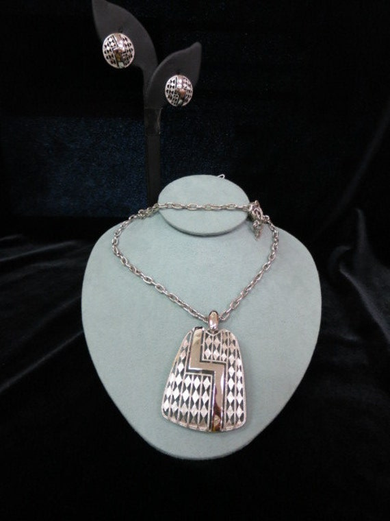 Vintage Trifari Silvertone Necklace And Matching Clip Earrings Set