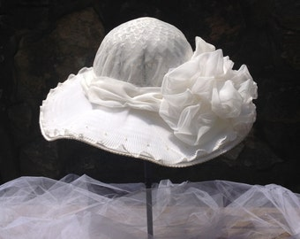 SALE vintage white wedding hat / white wedding / vintage wedding hat / white hat with bow