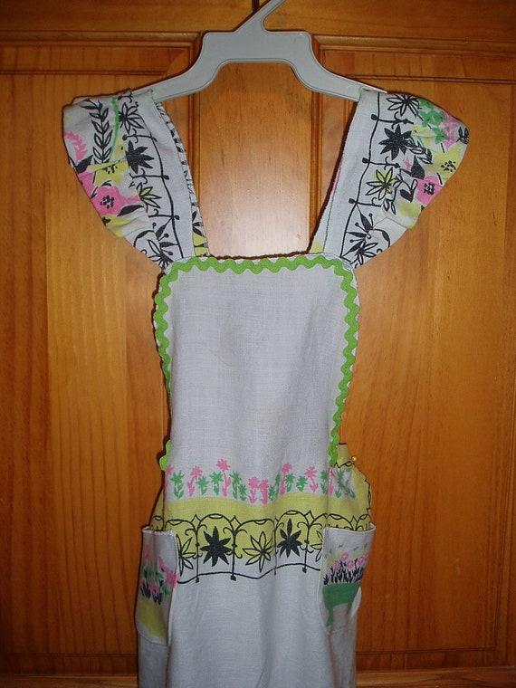 Girls Vintage Tablecloth Full Apron / /Retro Apron